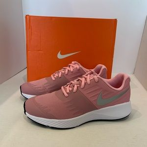 Nike Star runner GS pink/silver youth running shoe